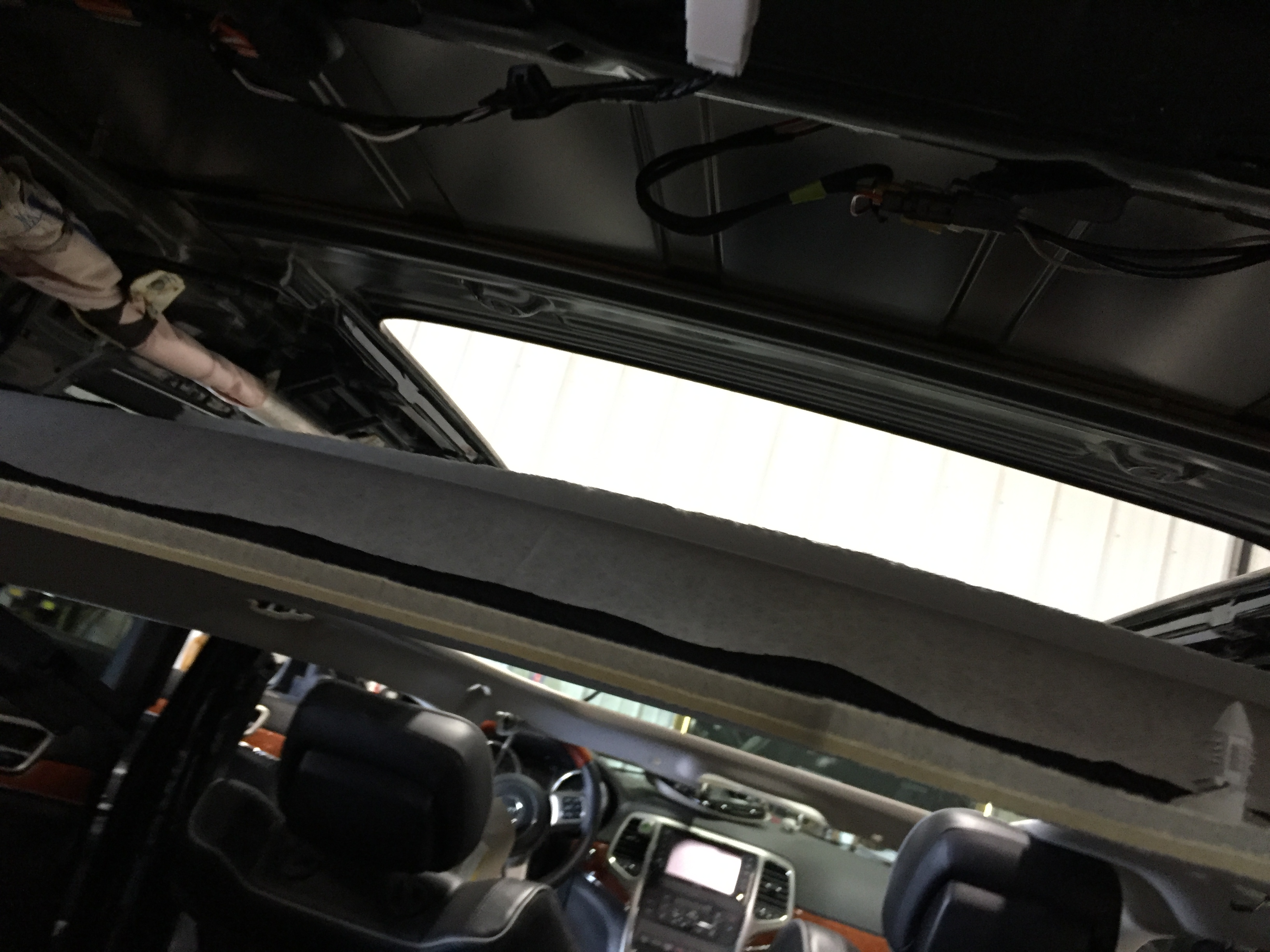 A Peek Under The Headliner of the 2013 Grand Cherokee Dual-Plane Sunroof Removal Pictures. Springfield IL, Pana IL Taylorville IL 217hail.com 217dent.com