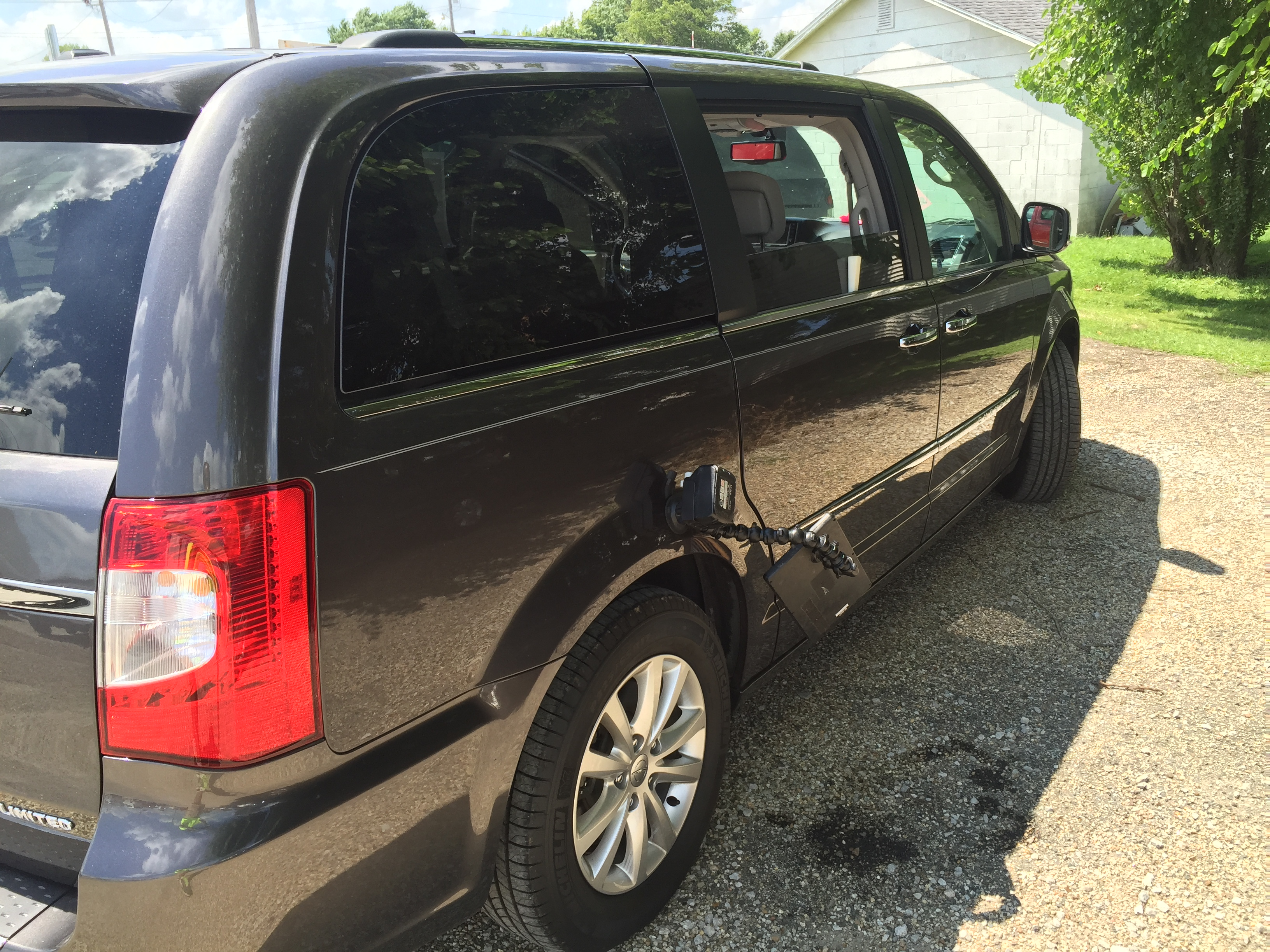 Springfield, IL Dent Repair, 2015 Chrysler Town & Country Sliding door, paintless dent Repair, http://217dent.com