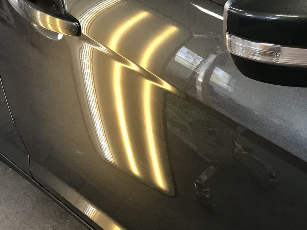 2015 Ford Focus, Paintless Dent, Dent Tech, Dent Removal, This is the after image of the vehicle's damage removed, close up view, you can see the dent in the body line of the passenger door, Mobile Dent Removal Springfield, Decatur, Illinois. Paintless dent removal, is the best option on dents and dings and hail damage. The paintless dent removal on this vehicle saved the factory paint and it maintained the vehicles value.