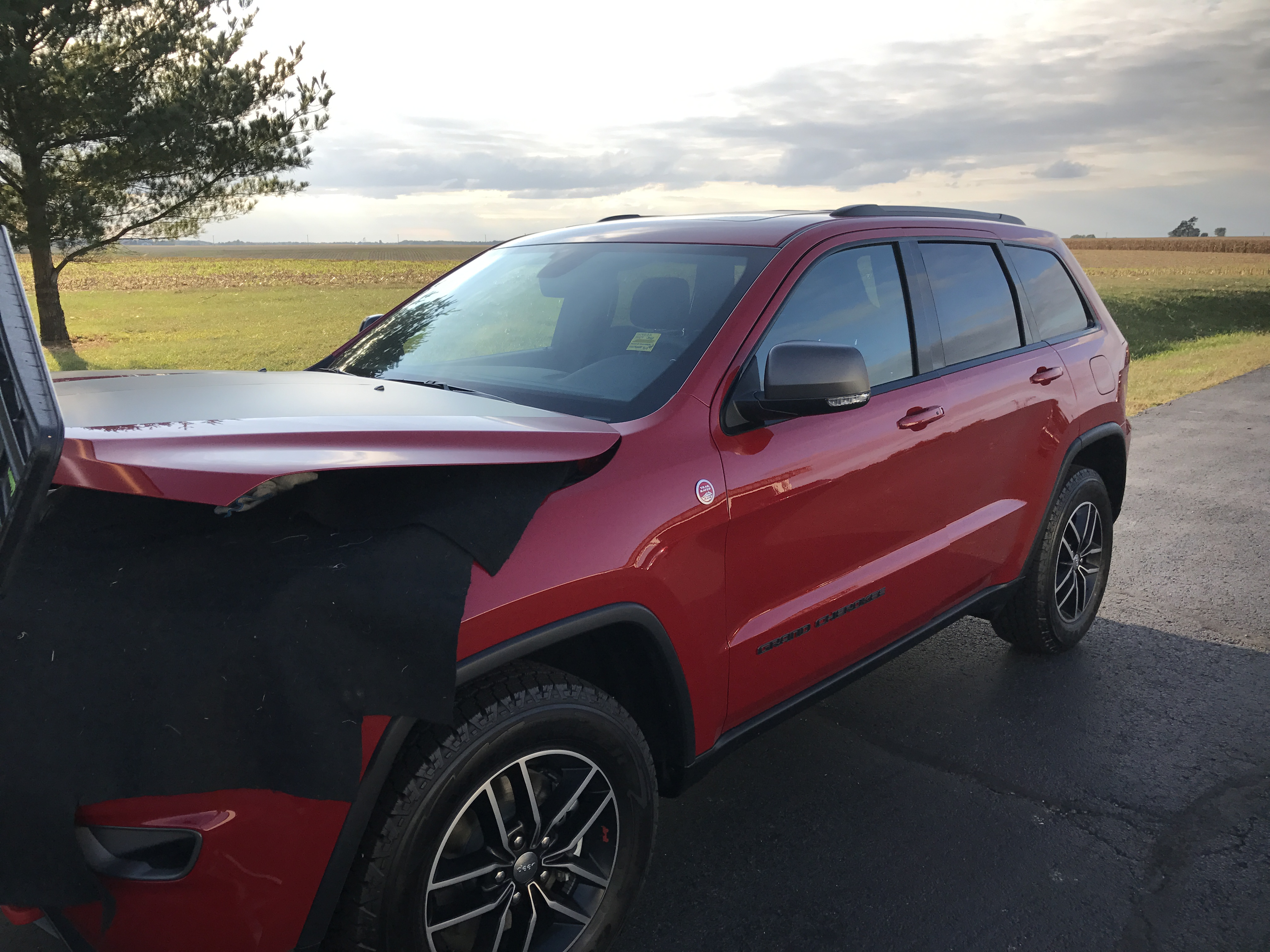 2017 Jeep Grand Cherokee Trailhawk New Vehicel dent removal, this is the before image. Michael was called in to remove this dent at a dealership, to maintain value and to maintain the vehicle's original paint.. http://217dent.com Serving Springfield, Decatur, Taylorville, and surrounding areas. (Set up Image)